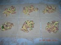 Pasta sfoglia farcita con uova e mortadella