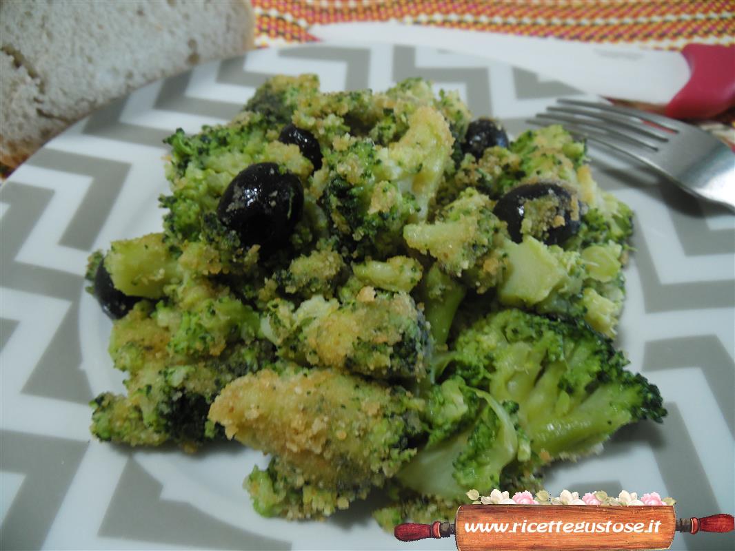 Broccoli gustosi | Molto buoni questi broccoli, insaporiti con pangrattato, olive e acciughe !