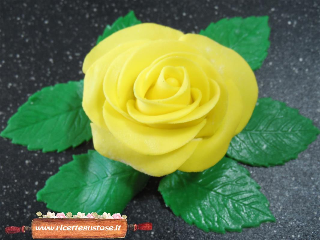 Rose gialle con pasta di zucchero decorazioni torte - Decorazioni gialle ...