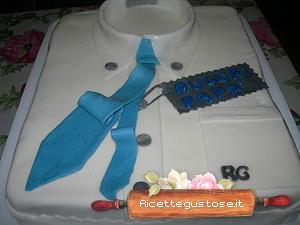 Torta camicia da uomo con cravatta dolci decorati torte for Decorazioni torte uomo con panna