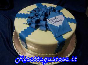 Torta decorata pacco regalo