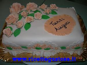 Torta millefoglie con rose in gum paste