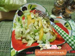 Insalata light con coniglio e anacardi