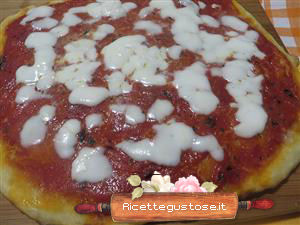Pizza rossa alle patate