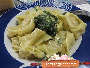 Tortellini alla carne stridoli e gorgonzola ricetta for Voltan tortellini