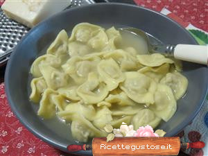 capelletti in brodo di salmone