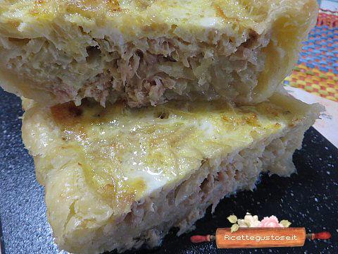 Torta salata ricetta sfogliata cipolle e tonno - Torte salate decorate ...