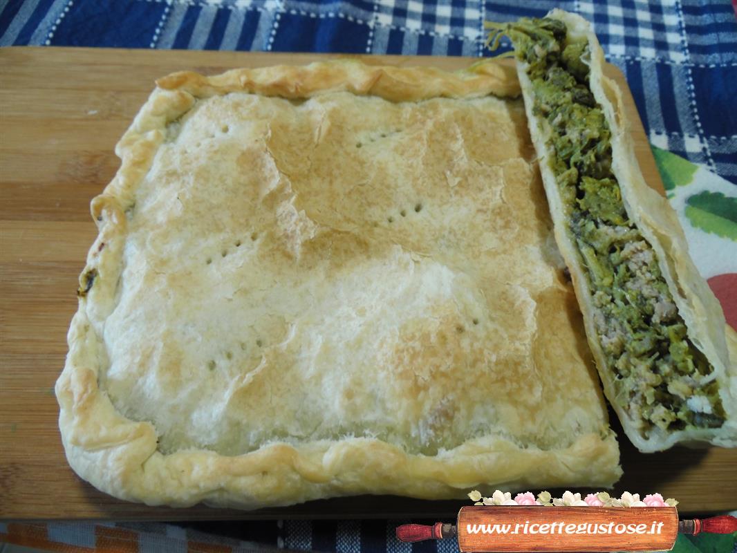 Ricetta torta cicoria e salsiccia ricette torte salate - Torte salate decorate ...