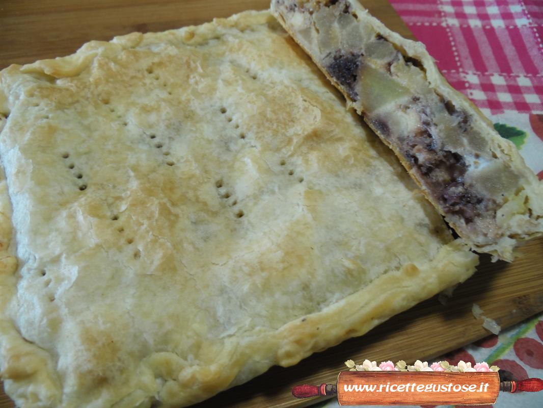 Torte salate ricetta torta salata radicchio e asiago - Torte salate decorate ...