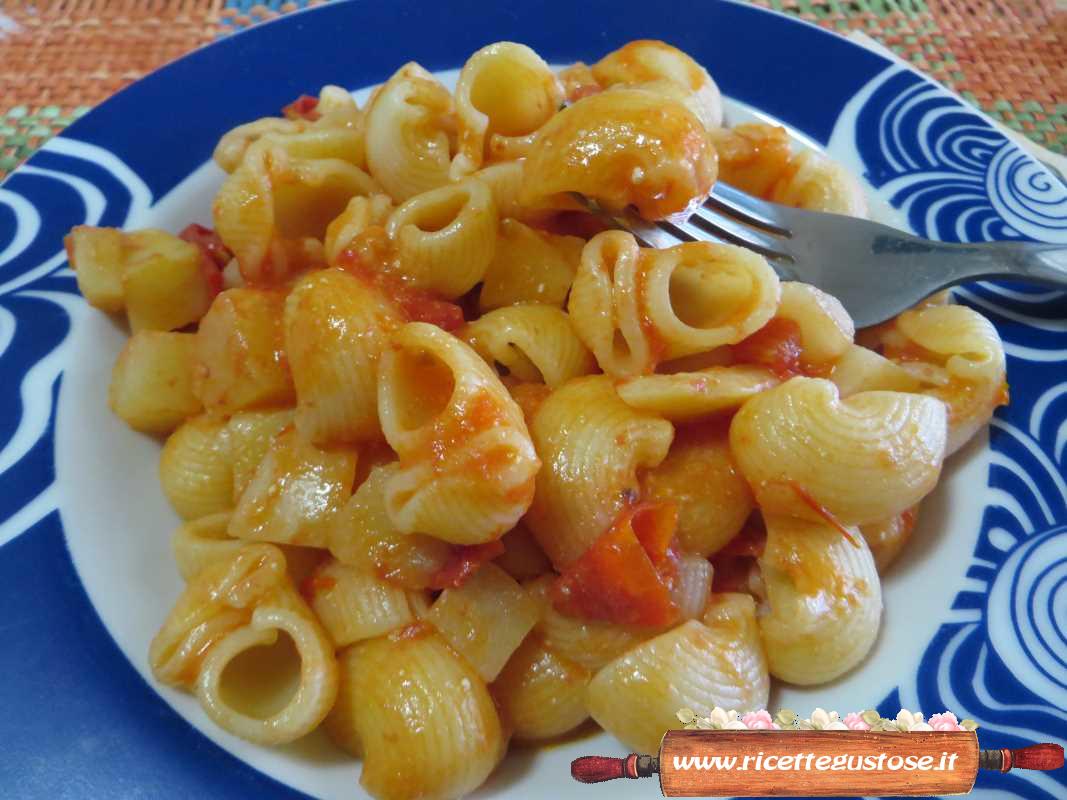 Pasta fredda   Una gustosa pasta fredda con patate e pomodori!