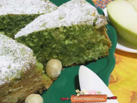 Torta di mele con spinaci e noci di macadamia